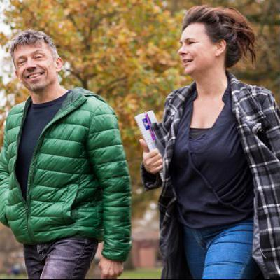 Twee collega's op weg naar scholing